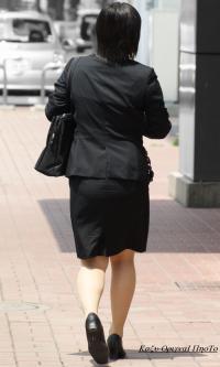 就職氷河期にリクルートスーツで頑張る就活女子の生足がエロいwwのサムネイル画像