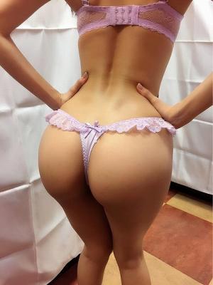 Tバックエロ画像まとめ 綺麗なお尻にセクシーパンティを食い込ませるお姉さんのサムネイル画像