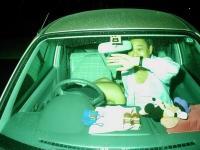 カー セックス盗撮エロ画像75枚!ラブホ代わりに車でパコッてる人って…中年多くね?のサムネイル画像