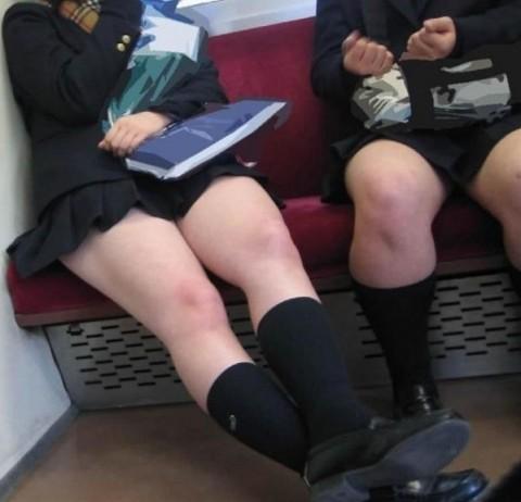 JKの通学風景が楽しみになってしまう電車内女子校生盗撮エロ画像 | 素人エロ画像-女神ちゃんねる 表紙