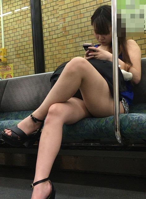 【電車 盗撮】電車の中で撮られちゃった素人たちのエロ画像 | 素人エロ画像-女神ちゃんねる 表紙