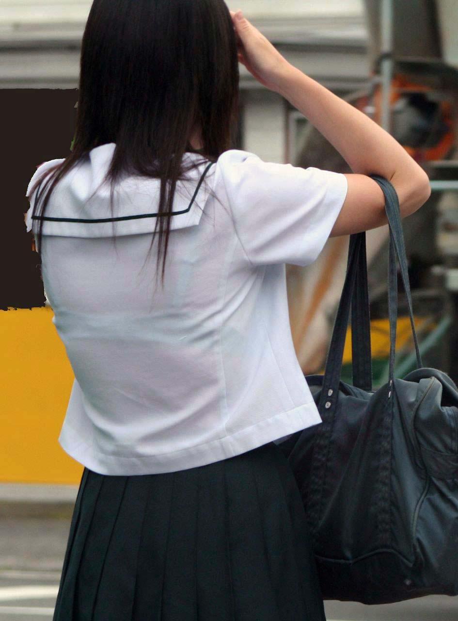 【JK エロ画像】春爛漫!暖かくなってきたから、制服JKのブラ透けに要注意!   素人エロ画像-女神ちゃんねる 表紙